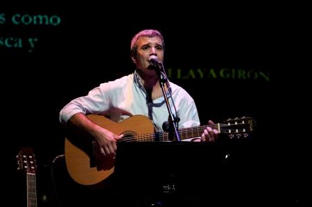 El cantautor Antonio Peña versiona a Silvio Rodríguez en el Teatro Guiniguada.