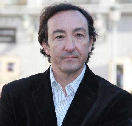 El autor del ensayo y conocido periodista, entre otros, por contarnos la actualidad en Telecinco en 2009.