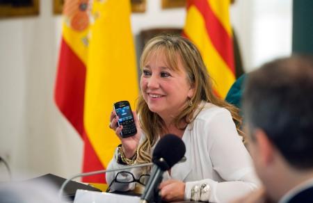 Mª Jesús Puchalt comunica el premio al ganador / Foto: Diputación de Valencia