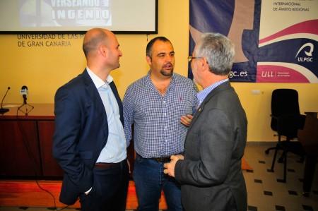 Juan José Gil (alcalde Ingenio), Yeray Rodríguez (verseador) y josé Regidor (rector ULPGC) / Foto: HomoCultum