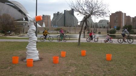 Smörf jugando con cubos en Valencia / Foto: Galería Fondo Arte-AS